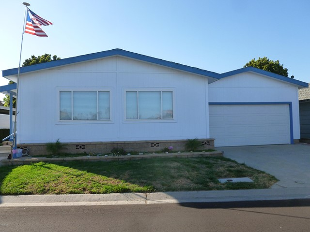 Photo of home for sale at 7 Poinsettia Gardens Drive, Ventura CA