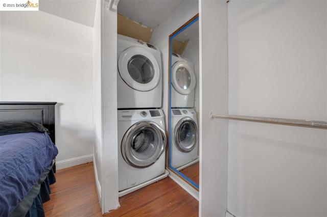 8524 Dowling, Oakland CA: http://media.crmls.org/mediaz/215F9896-ABB8-46F5-BFBA-8D61EB1733FA.jpg