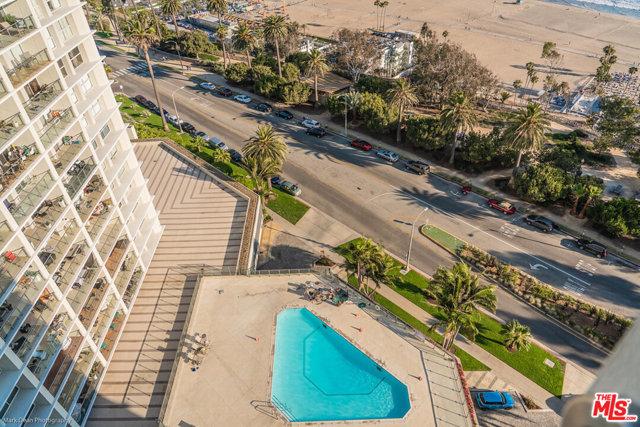 201 OCEAN Avenue, Santa Monica CA: http://media.crmls.org/mediaz/2163127B-819D-4407-856A-1040DBCB4A0E.jpg
