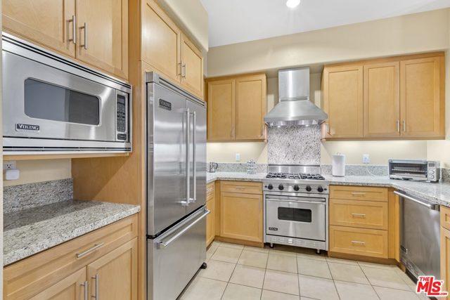 4050 Glencoe Avenue, Marina del Rey CA: http://media.crmls.org/mediaz/218A44FD-7DB7-4965-A02C-FEA7A62BCE41.jpg