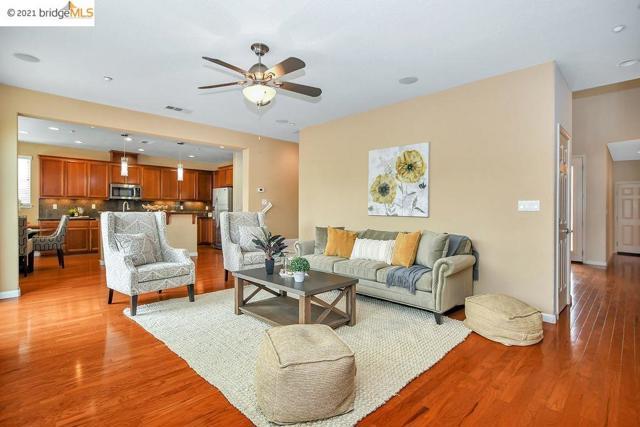 161 Coral Bell Way, Oakley CA: http://media.crmls.org/mediaz/21E8E3D6-CE68-4213-9D40-869C36D4B4C3.jpg