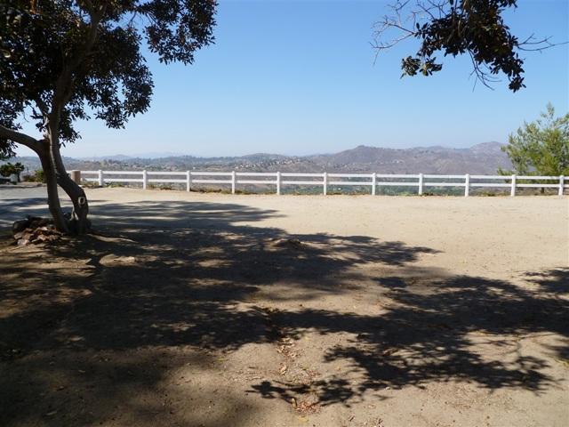 3251 Vista Cielo Ln, Spring Valley CA: http://media.crmls.org/mediaz/2215C559-1529-4D16-BFA5-0FAE4938EB13.jpg