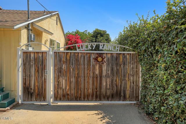 9716 Helen Avenue, Shadow Hills CA: http://media.crmls.org/mediaz/2236A0C7-117C-49C1-A0BC-EF235B0C77BB.jpg