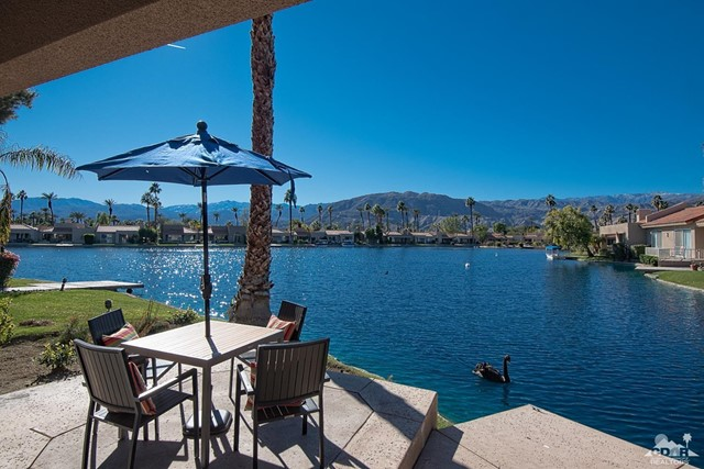 125 Lake Shore Drive, Rancho Mirage CA: http://media.crmls.org/mediaz/231B123A-3F77-4773-B842-09B395DD34B7.jpg