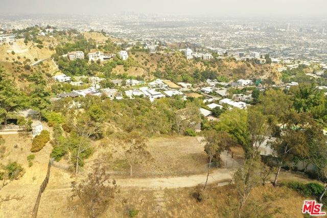 9229 Crescent Drive, Los Angeles CA: http://media.crmls.org/mediaz/238E636D-6BBF-493E-AEBE-A67C96BF9AA7.jpg