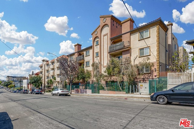 2811 Francis Avenue, Los Angeles CA: http://media.crmls.org/mediaz/23C5889F-1C95-4A83-980B-34AB8245A4F5.jpg