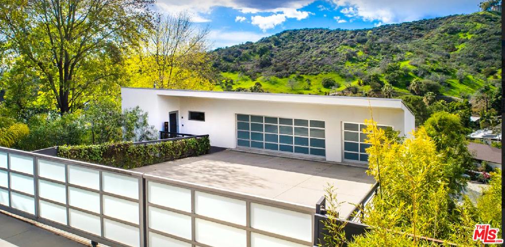 7548 MULHOLLAND Drive #  Los Angeles CA 90046