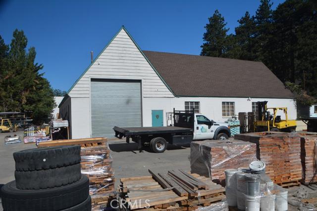 26567 Pine Avenue, Rimforest CA: http://media.crmls.org/mediaz/24108E2E-D28C-4A75-8DA3-5153D14714D0.jpg