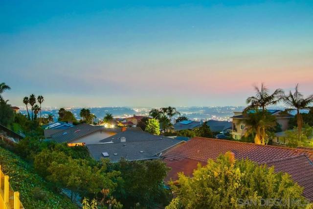 6240 Brynwood Ct, San Diego CA: http://media.crmls.org/mediaz/243670e5-001c-4108-a646-99b04c5a1bca.jpg