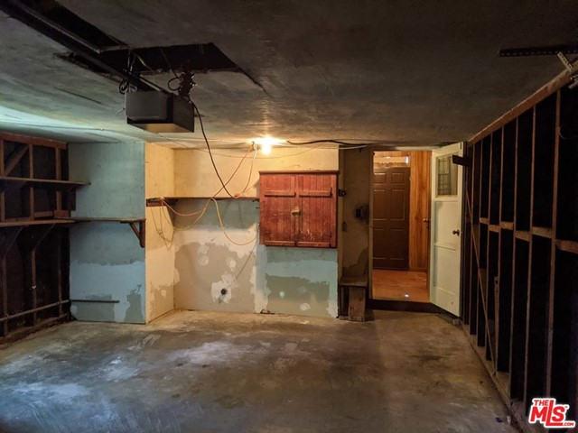 332 W Laurel Street, Compton CA: http://media.crmls.org/mediaz/2471BD8C-5953-448A-88DD-C0BA5B2B441A.jpg