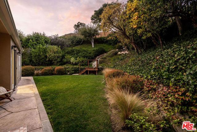 1100 Las Pulgas Place, Pacific Palisades CA: http://media.crmls.org/mediaz/24AA049A-43C9-4479-9F89-B1A5B8F6F743.jpg