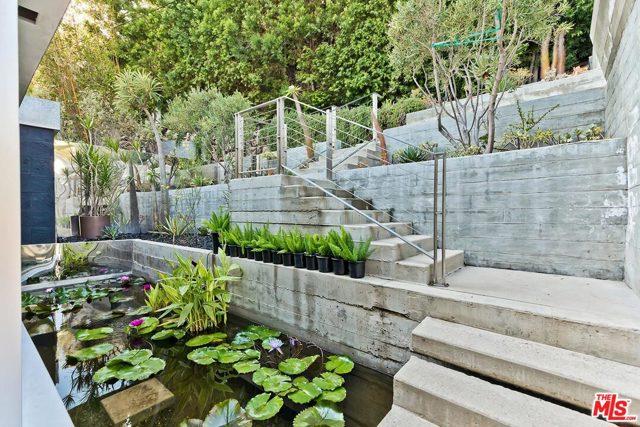 7831 Hillside Avenue, Los Angeles CA: http://media.crmls.org/mediaz/24C03D7D-89AA-41A3-A622-3A06ED13E28C.jpg