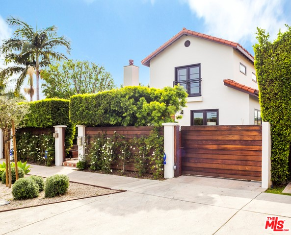 Single Family Home for Rent at 441 Kings Road N Los Angeles, California 90048 United States