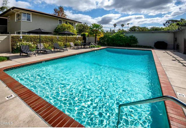 960 S Orange Grove Boulevard, Pasadena CA: http://media.crmls.org/mediaz/25F7D4CA-9F80-4219-8598-3696616E58A0.jpg