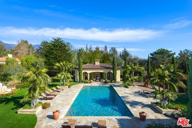 416 Meadowbrook Drive, Montecito CA: http://media.crmls.org/mediaz/26075965-BF63-4076-B753-C2E55500A528.jpg