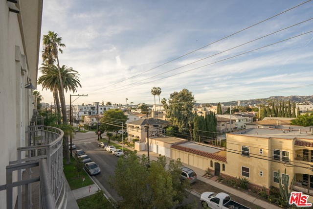 8610 Chalmers Drive, Los Angeles CA: http://media.crmls.org/mediaz/2635BCA0-521D-4501-8918-A05AFE8CBDAC.jpg