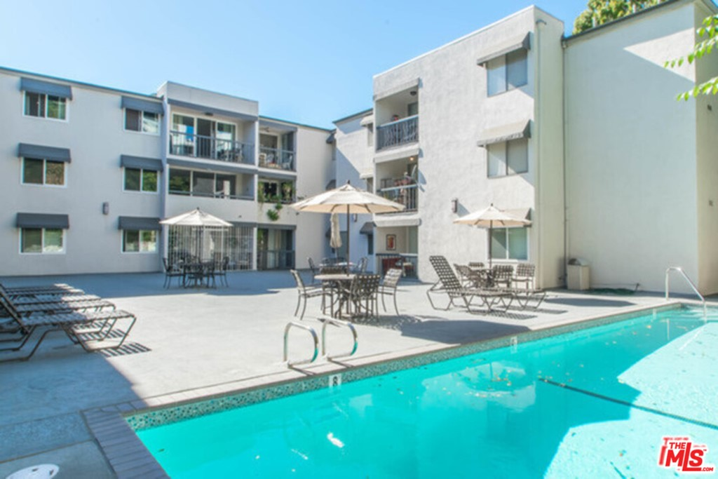 8535 W West Knoll Drive # 221 West Hollywood CA 90069
