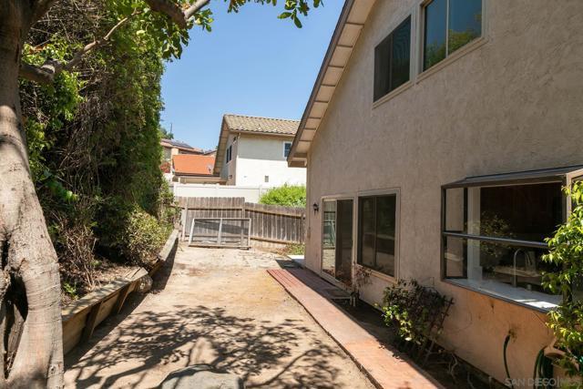 10620 Villa Bonita, Spring Valley CA: http://media.crmls.org/mediaz/26d0ce1f-3958-4c75-bcb1-c3f7897b6c42.jpg