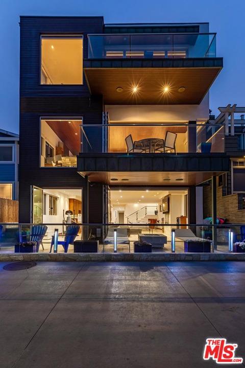 1516 The Strand Manhattan Beach CA 90266