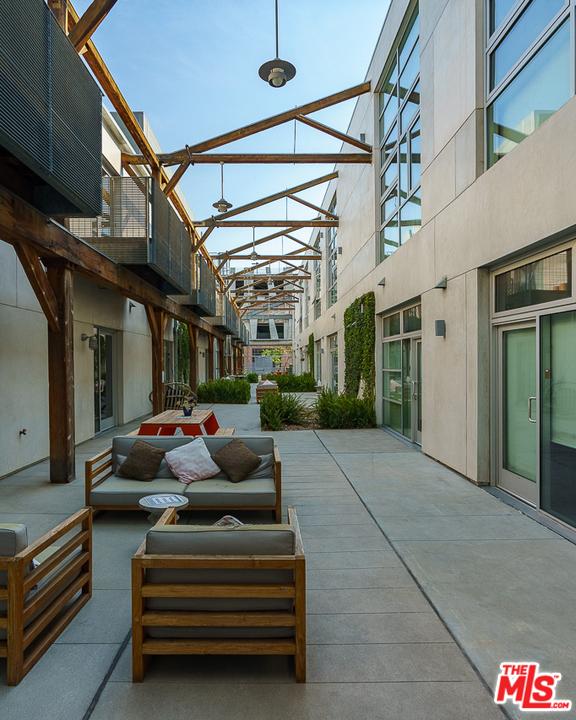530 S Hewitt Street, Los Angeles CA: http://media.crmls.org/mediaz/271B4D88-FA5A-48D5-AD3F-6308DF3383D6.jpg