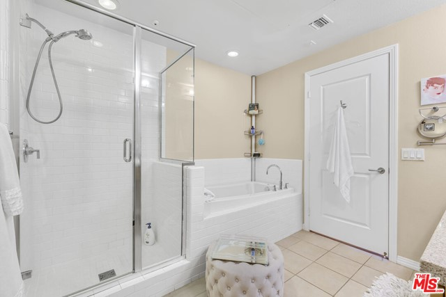 4050 Glencoe Avenue, Marina del Rey CA: http://media.crmls.org/mediaz/2743488B-B3B7-4A6A-A174-2AF043EAF3A8.jpg