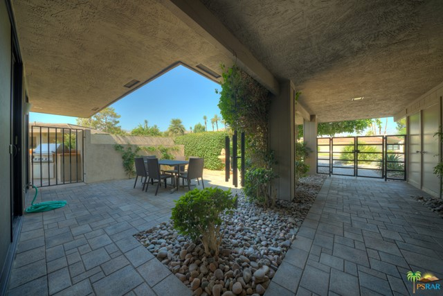 4 Wake Forest Court, Rancho Mirage CA: http://media.crmls.org/mediaz/2760B8C6-F814-41F9-BD42-F5D930525624.jpg
