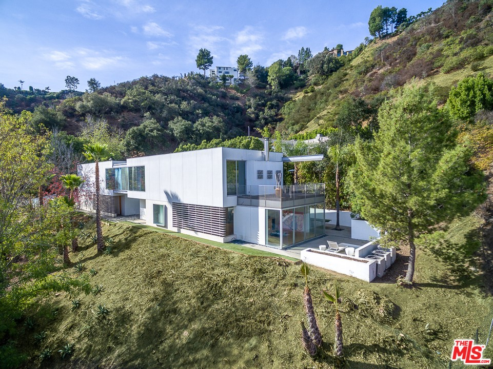 1704 STONE CANYON Road #  Los Angeles CA 90077