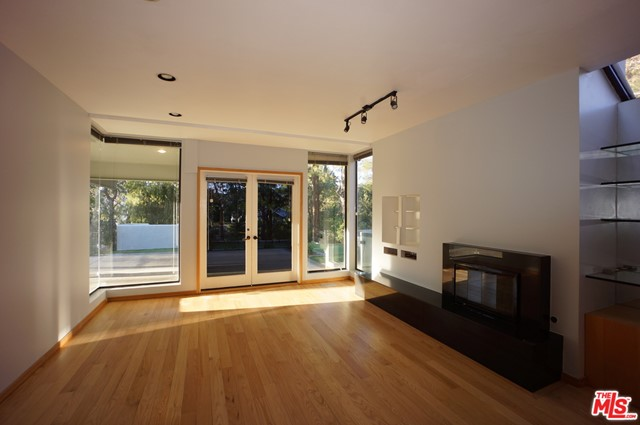1425 MONTE GRANDE Place, Pacific Palisades CA: http://media.crmls.org/mediaz/27D920C1-19AC-4B7C-B545-0E4B66E2F5B0.jpg