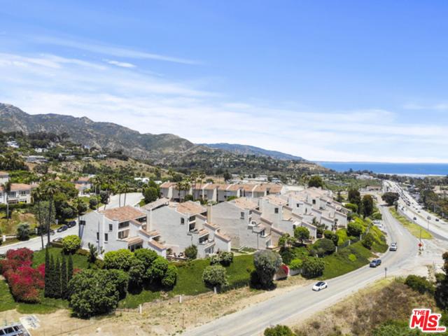 23926 De Ville Way, Malibu CA: http://media.crmls.org/mediaz/27FED40B-9322-4CFB-869A-43B1F99FCA81.jpg