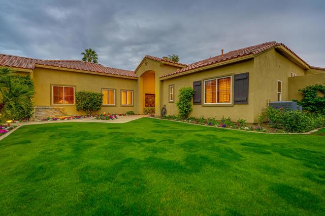 81155 Legends Way, La Quinta CA: http://media.crmls.org/mediaz/28AE0EC3-4F44-48B0-9249-23D4B085CBA3.jpg