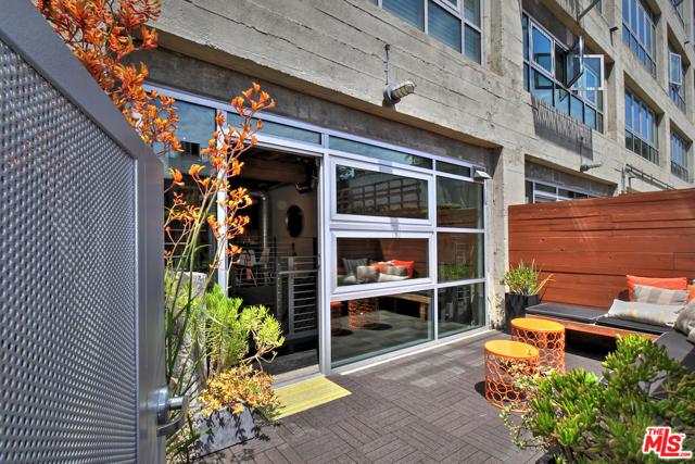 530 S HEWITT Street, Los Angeles CA: http://media.crmls.org/mediaz/28F486C2-916D-437C-8BCE-5F4A22371164.jpg