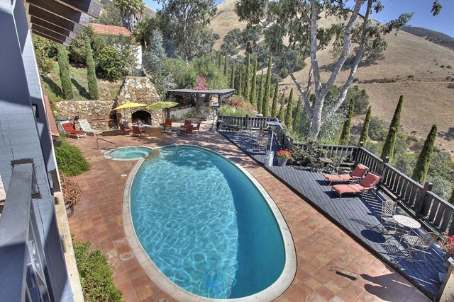 300 Country Club, Carmel Valley CA: http://media.crmls.org/mediaz/292E1DFF-D92A-4108-B927-90EAAC1A5F73.jpg