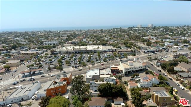 807 Warren Avenue, Venice CA: http://media.crmls.org/mediaz/2948E436-E142-4095-AF75-B13E41B09F68.jpg
