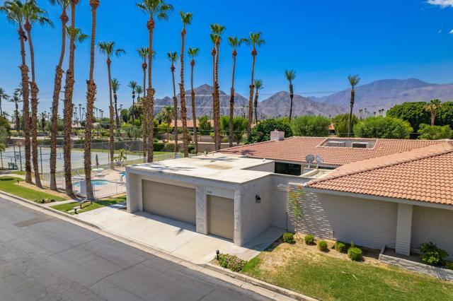 78181 Lago Drive, La Quinta CA: http://media.crmls.org/mediaz/2A0C5094-697A-4C9E-906F-A9CC99F300FE.jpg
