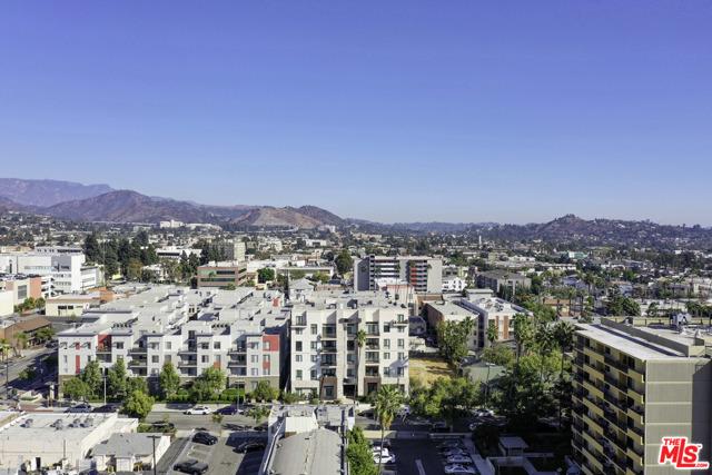 118 S Kenwood Street, Glendale CA: http://media.crmls.org/mediaz/2A11E419-C96B-4AEA-AC32-13FE4F3DF371.jpg