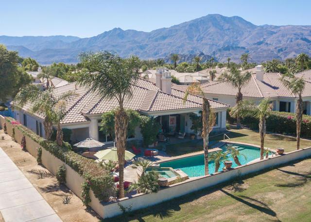 81410 Golf View Drive, La Quinta CA: http://media.crmls.org/mediaz/2A46F70F-601F-4076-BA6B-0DA1CAAC99AD.jpg