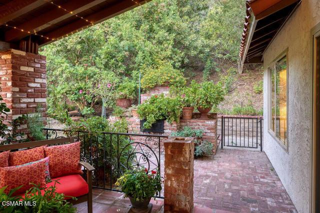 931 Evenstar Avenue, Westlake Village CA: http://media.crmls.org/mediaz/2A5424EF-47DD-4B69-9FA4-F6DBD5CADE34.jpg
