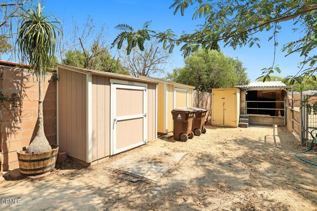 9716 Helen Avenue, Shadow Hills CA: http://media.crmls.org/mediaz/2A597F2A-C62A-4170-A5CF-86DA740F89B6.jpg