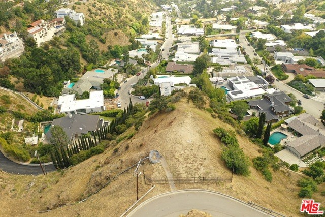 2381 Sunset Plaza Drive, Los Angeles CA: http://media.crmls.org/mediaz/2A94FF23-AAB1-4D85-B4DF-A4E79A8C2FE9.jpg