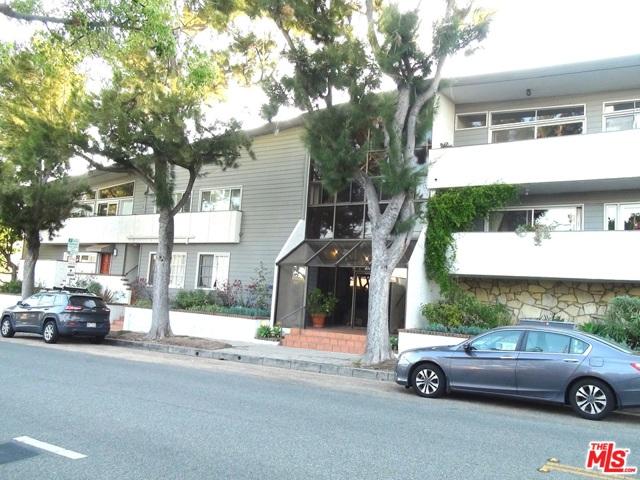 2021 California Avenue, Santa Monica CA: http://media.crmls.org/mediaz/2A988C61-7F43-4A03-954D-25A475F2B686.jpg