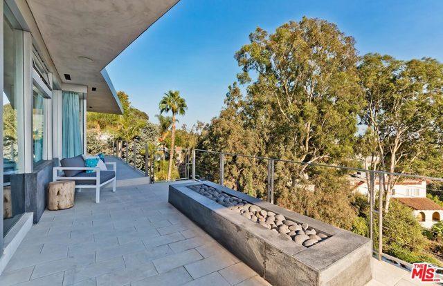 7831 Hillside Avenue, Los Angeles CA: http://media.crmls.org/mediaz/2C2BA3A3-7F4E-4139-B2DF-912D2D2AFC90.jpg