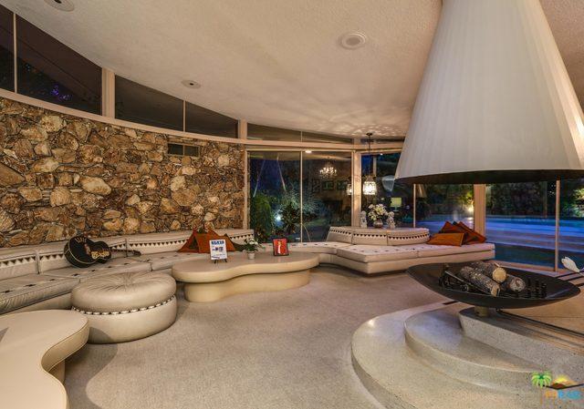 1350 Ladera Circle, Palm Springs CA: http://media.crmls.org/mediaz/2CC95864-5EAC-498D-A7AD-8A83E537002B.jpg
