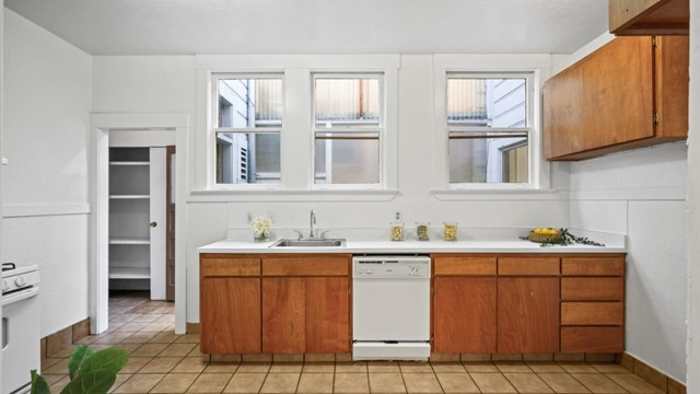 1430 19th Avenue, San Francisco CA: http://media.crmls.org/mediaz/2D086420-C0D3-44DF-91BE-56C9F7735F98.jpg