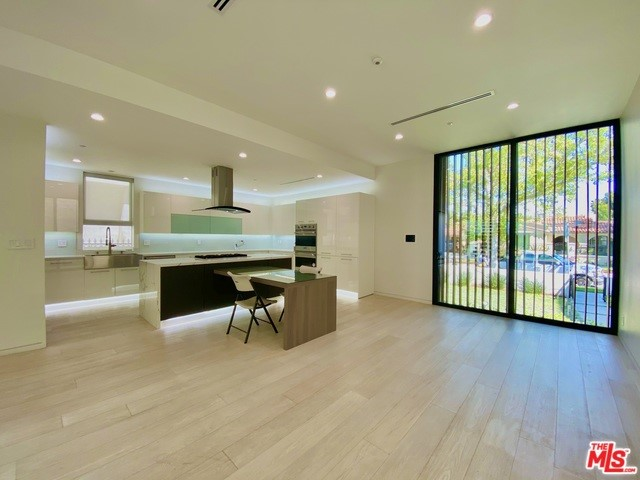 125 N STANLEY Drive, Beverly Hills CA: http://media.crmls.org/mediaz/2D0B23B6-E199-4BCB-AB15-EA7BFD3790FA.jpg