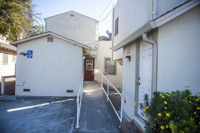 940 San Benito Street, Hollister CA: http://media.crmls.org/mediaz/2D553F6F-3866-4776-A6D8-5D73D6C7E2CB.jpg
