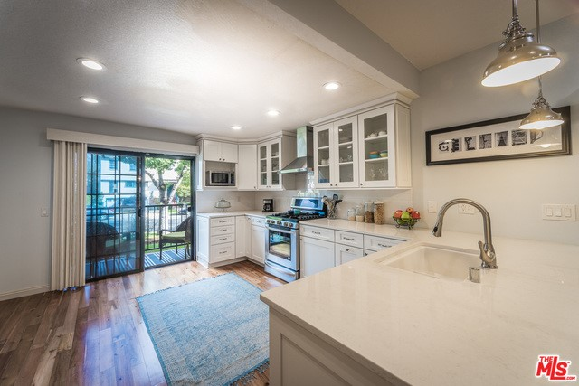 Townhouse for Sale at 1128 17th Street Santa Monica, California 90403 United States