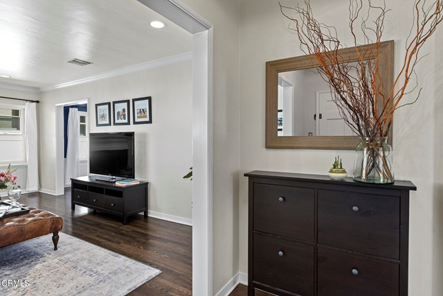 1738 N Roosevelt Avenue, Altadena CA: http://media.crmls.org/mediaz/2DCA5060-D22D-4F14-917C-BB3318AE3C40.jpg