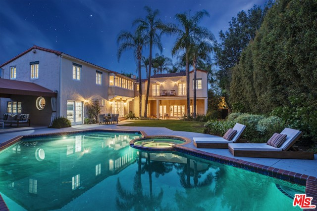 611 N Rexford Drive, Beverly Hills CA: http://media.crmls.org/mediaz/2E4B333F-BDDE-4403-B18B-7B31F082BB32.jpg