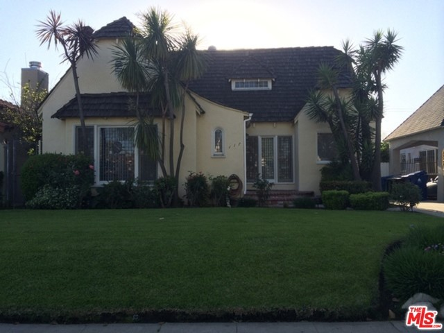 Single Family Home for Rent at 117 Martel Avenue N Los Angeles, California 90036 United States