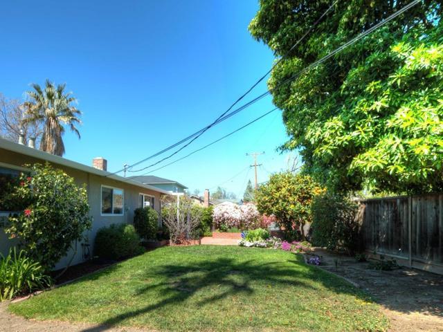 142 Victor Avenue, Campbell CA: http://media.crmls.org/mediaz/2EACF221-3520-4986-A7DC-E4060EECF10E.jpg